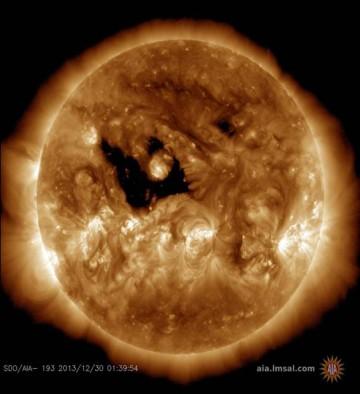 http://spaceweather.com/images2013/30dec13/coronalhole_sdo_blank.jpg?PHPSESSID=ksij69gqmot39fnhm4vj7a6b07