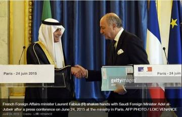 http://www.les-crises.fr/wp-content/uploads/2015/11/arabie-fabius-1.jpg