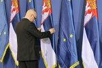 Drapeaux de la Serbie et de l'UE