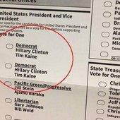 La Démocratie Bananière des États-Unis ! Après les machines à voter qui refusent de voter pour Trump, voici des bulletins de vote sans Trump comme candidat pour les Présidentielles ! - MOINS de BIENS PLUS de LIENS