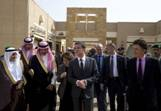 Manuel Valls et le ministre de l'intérieur saoudien, Mohammed Ben Nayef Ben Abdulaziz (à sa droite), à Riyad, le 13 octobre.