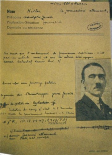 carte d'identit d'Hitler.jpg