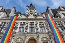 La-Maire-de-Paris-aux-couleurs-de-la-Gay-Pride_exact1024x768_l