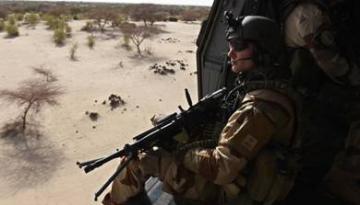 Un soldat français en faction près de Gao, au Mali, dans le cadre de l'opération Barkhane, le 1er juin 2015.