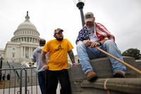 http://static.lexpress.fr/medias_8044/w_200,h_134,c_fill,g_north/plafond-de-la-dette-us-veterans-americains_4118866.jpg