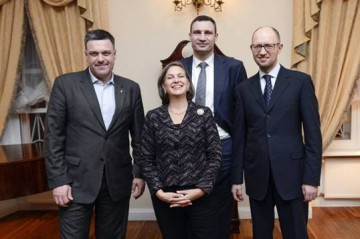 victoria_nuland_ukrainian_opposition_leaders_20140207_840_560_100