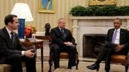 Le président en compagnie de l'ancien émissaire, John Allen, et du nouveau, Brett McGurk